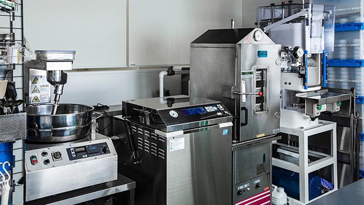 缶詰製造工場に必要な、冷蔵庫・冷凍庫・恒温機・殺菌水の生成装置などもフクシマガリレイの設備を導入
